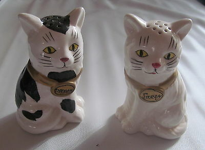 Collectable Pair of Cat salt n pepper shakers
