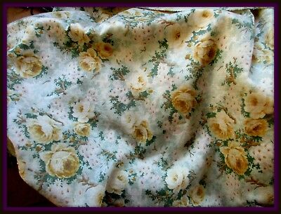 CHARMING ANTIQUE COTTON SATEEN FABRIC PIECE OLD-FASHIONED PALE GOLD ROSES 22x16
