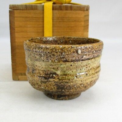 B375: Japanese smallish tea bowl of old SHIGARAKI pottery with great atmosphere