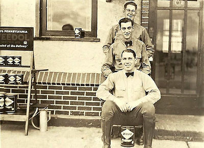 """5""""x7"""" TYDOL VEEDOL OILS GAS STATION OIL LUBE POUR CAN 3 GUY'S POSING  20'S"""