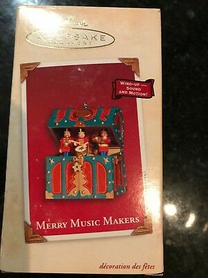 2002 Hallmark Ornament Merry Music Makers Wind Up Toy Chest Soldiers Toyland