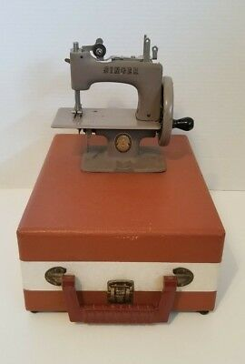 VINTAGE SINGER SEWHANDY MODEL 20 CHILD'S SEWING MACHINE with ORIGINAL CASE
