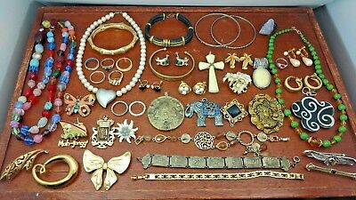 VINTAGE COSTUME JEWELRY LOT SOME SIGNED ALL USABLE OR RESALE 43 PIECES lot a