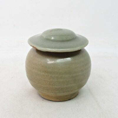 B159: Chinese small covered pot of old blue porcelain with appropriate glaze