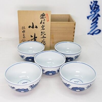 B822: Japanese ARITA porcelain five small bowls by great Genemon Tatebayashi.