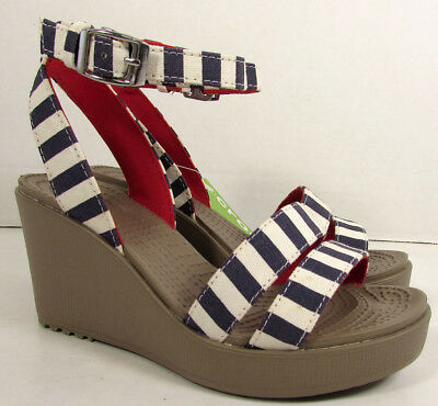 2d5ce1f910 Crocs Womens Leigh Graphic Wedge Sandal Shoes, Nautical Navy/White, US 4