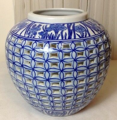 Beautiful Chinese Openwork Carving Blue And White Lattice Porcelain Vase