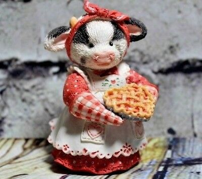 "Mary Moo Moos ""You're My Sweetie Pie"" #104272 Cow Girl With Cherry Pie Figurine"
