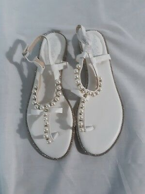 93e64dbd98986 SheSole Womens Flat Sandals Flip Flops Beach Wedding Shoes Pearl T-strap  White