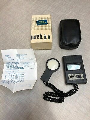 Lutron LX-101 Lux Meter with Case