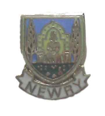 NEWRY TOWN QUALITY ENAMEL LAPEL PIN BADGE