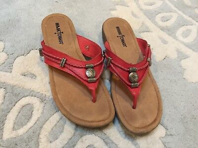 01267acac4068 Minnetonka Silverthorne Red Thong T Strap Sandals Beaded Leather 7 Excellent