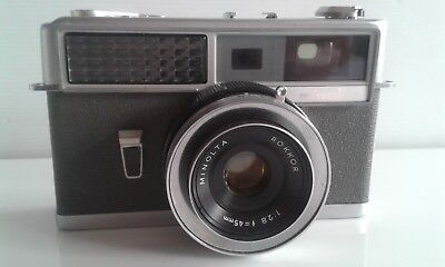 Vintage Minolta Hi-Matic   35mm Film Camera with case.