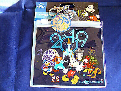 Disney* 2019 MICKEY & FRIENDS * Pin Trading Lanyard Clip Fast Pass Pouch & Charm