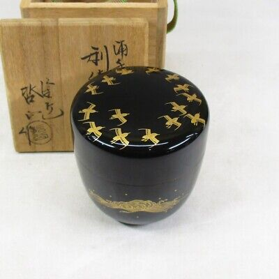 D415: Japanese lacquered powdered tea container with very good MAKIE of plover