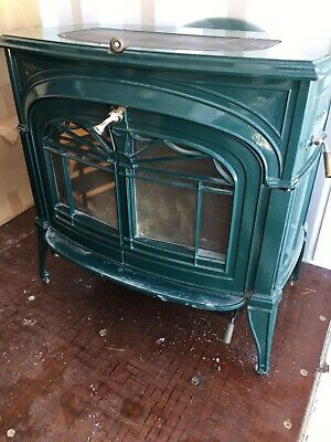 Wood Stove Dk Green 22ins D 28ins L 27insH 2extra removable shelves on sides