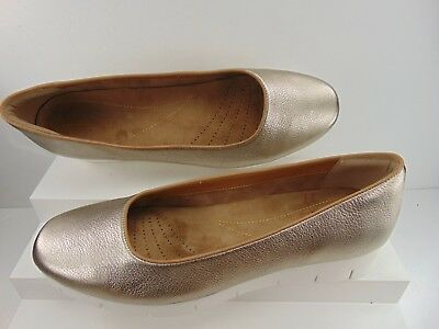 042a6edf96f Clarks Artisan (Brand New) Gold Soft Leather Low Heel Casual Pump 12 M   150.00