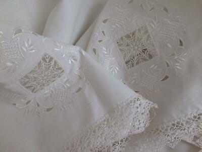"""Very Pretty Large Vintage White Linen & Lace Embroidered Tablecloth 54 x 72"""" New"""