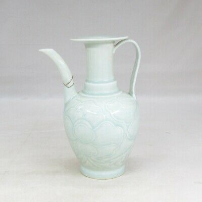 D813: Chinese pitcher of porcelain of INCHIN style with appropriate tone