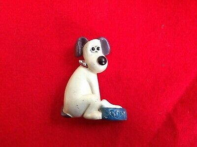 Ceramic resin Wallace and Gromit fridge magnet, waiting for dinner.