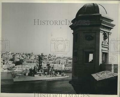 1967 Press Photo Navy Destroyer USS Sampson passes Vedette of the Knights, Malta