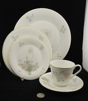 ROYAL DOULTON FLIRTATION 5 PIECE  PLACE SETTING (s) DINNER LUNCH SIDE CUP SAUCER