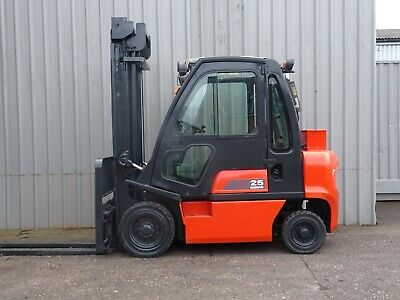 NISSAN FD02A250. 4000mm LIFT. USED DIESEL FORKLIFT TRUCK. (#2249)