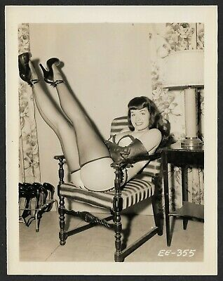Vintage 1950s Original Bettie Page Pin-Up Icon Photograph Cheeky Legs Kicked Up
