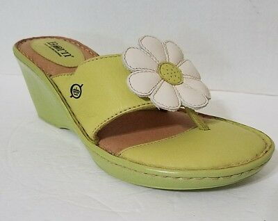 94a6e2286 Born Green Leather Wedge Sandal Toe Thong White Flower Women s Size 9