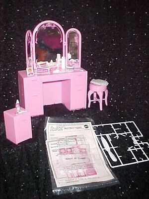 RARE 1987 BARBIE VANITY UNIT & NIGHT TABLE COMPLETE with BOX