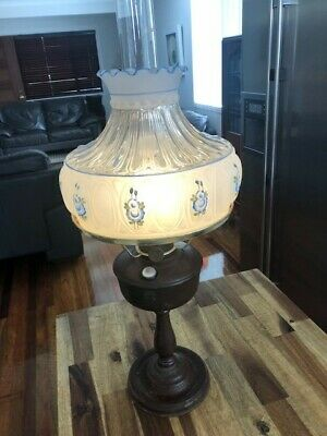 Aladdin kerosene table lamp, Model 12, works very well. Complete, original