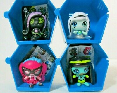 Lot of 4 Loose Monster High Mini Figures - Draculaura, Clawdeen, Frankie, Cleo