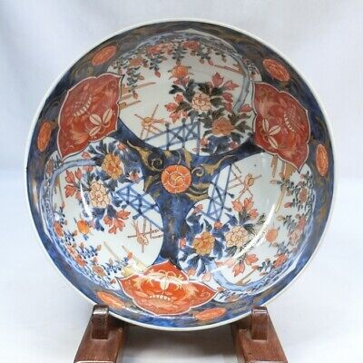 E220: Japanese bowl of old IMARI beautiful colored porcelain with fine painitng