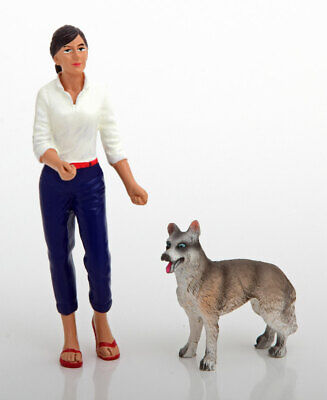 1:18 American Diorama Figuren Set Frau with Hund