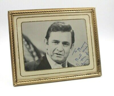 FRAMED AUTOGRAPH SIGNED PHOTOGRAPH OF JOHNNY CASH 10 x 8 - NO RESERVE #4907