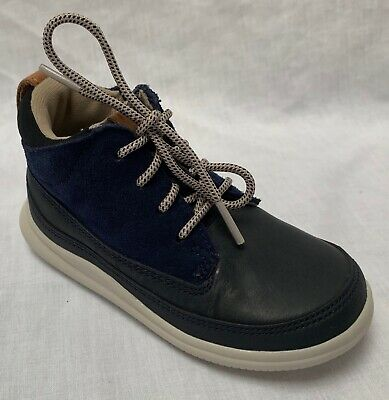 BNIB Clarks Boys Maxi Hehe Navy Leather First Boots F /&G Fitting
