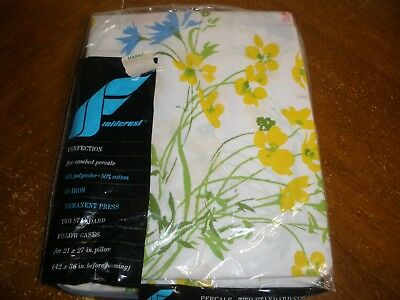 NEW Vintage Fieldcrest 2 Standard size Pillowcases White with Flowers Floral