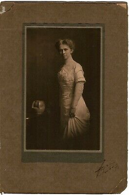 Antique Vintage Studio Photo Portrait Lady & Arts and Crafts Vase Omaha NE Heyz