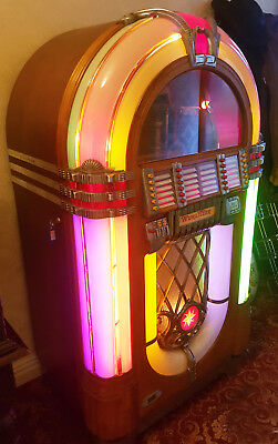 BEAUTIFUl 1947 WURLITZER 1015 BUBBLER JUKE BOX IN FULL WORKING ORDER.