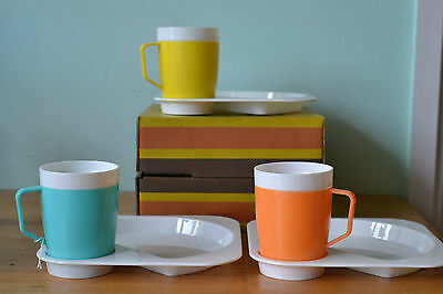 Vintage decor insulated cups and tv dinner plates picnic ware caravan retro