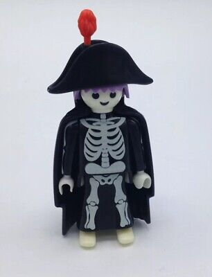 HALLOWEEN SKELETON PIRATE with Treasure Chest and Skull