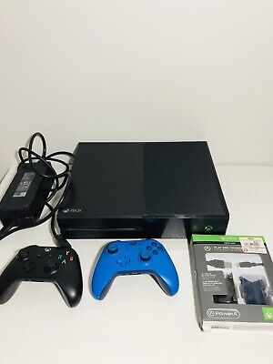 Microsoft Xbox One  Black Console Controllers and Play and Charge Kit