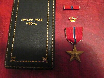 WWII Vintage Bronze Star medal in case box with ribbon bar and lapel pin