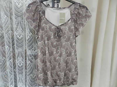 Ladies/Womans/Girls Gorgeous Grey &  White Net Cap Sleeve Top Size 12 M & S