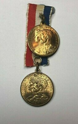 2 x King George V Coronation medals on one ribbon Inc Elect cocoa