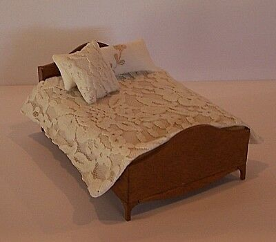 Dollhouse Miniature Fabric Bed Pillow in White with Lace IM65681