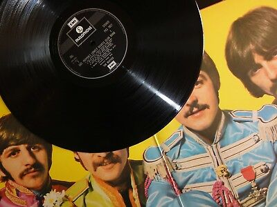 "BEATLES - SGT. PEPPER'S 1971 UK EMI TWO BOX, lower text ""Made In GT. Britain"" NM"
