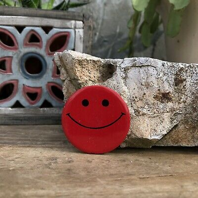 """Vintage Red Smiley Face 1960s 1970s Hippie Groovy 1.5"""" Red Pinback Button Pin"""
