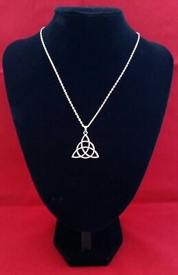 TRIQUETRA TRINITY CELTIC KNOT Pendant on a 925 Sterling Silver Necklace Chain