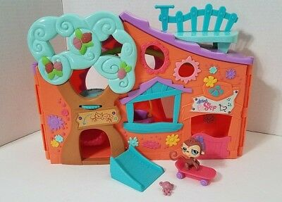 Littlest Pet Shop Clubhouse Playset Hasbro 2007 LPS Monkey Skateboard with Ramp